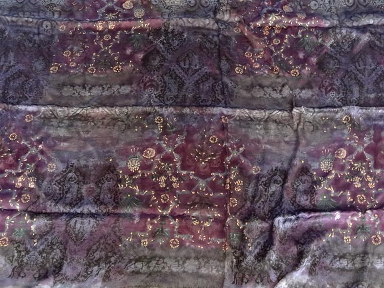 Satin coton viscose prune et violet fleuri 5