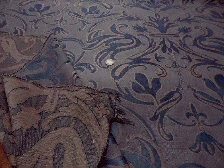 Satin damasse classique bleu acier beige 1