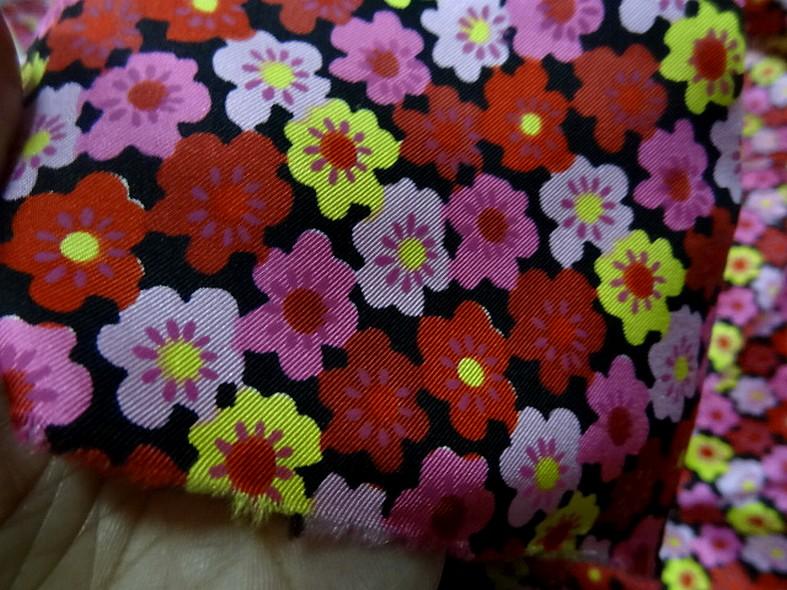 Satin de soie imprime fleuri teintes peps 4