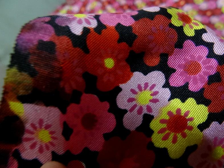 Satin de soie imprime fleuri teintes peps 5