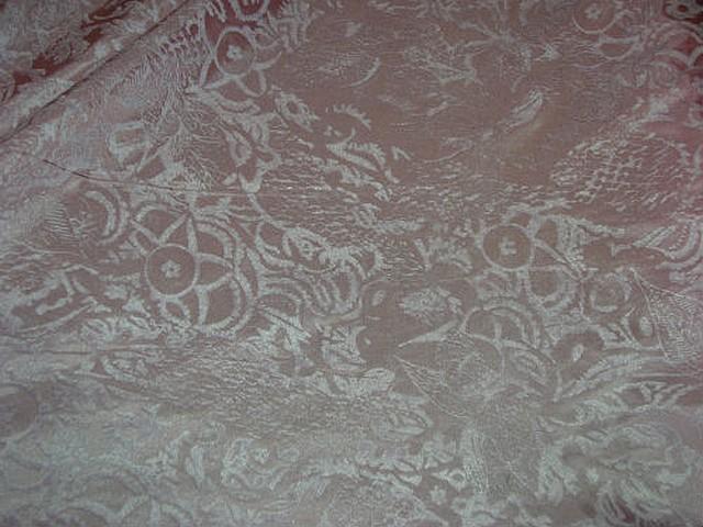 Satin de soie rose poudre applications velours ras 2