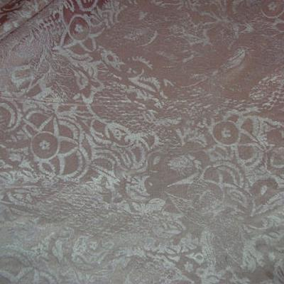 Satin de soie rose poudre applications velours ras 2