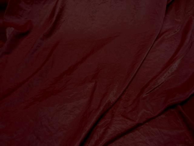 Satin froisse couleur sanguine 1