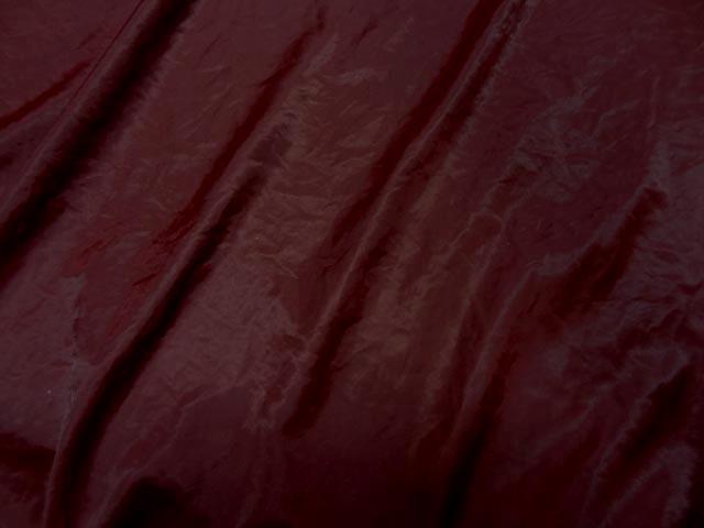 Satin froisse couleur sanguine 3
