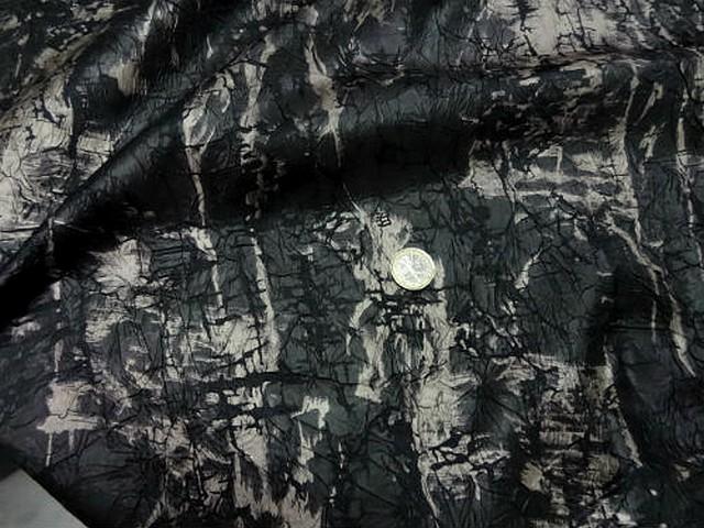 Satin noir marbre froisse effet craquele 2