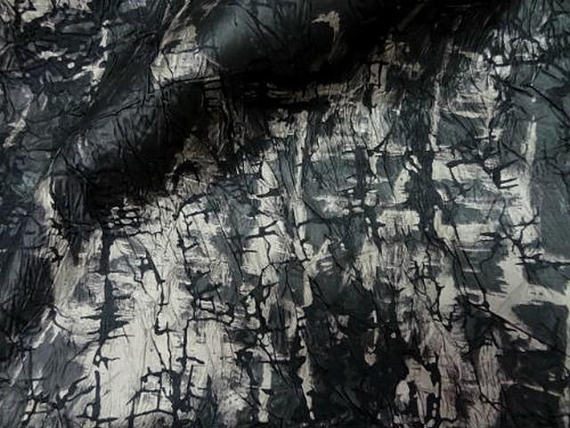 Satin noir marbre froisse effet craquele 3