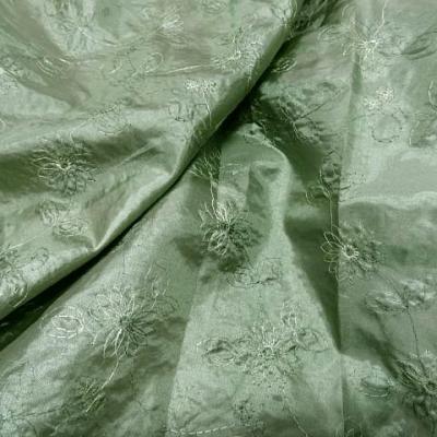 Satin vert amande brode de fleurs 1