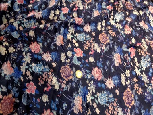 Satin viscose bleu marine a fleurs 01 1