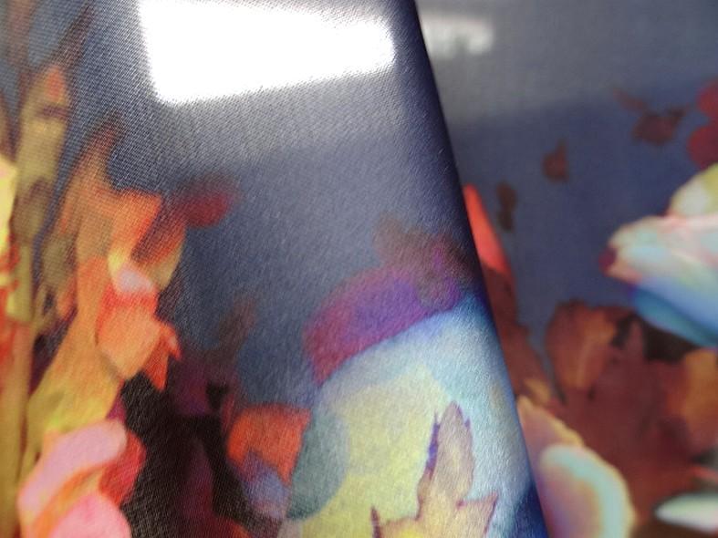 Satin viscose fleurs aquarelle marine et chair clair 3