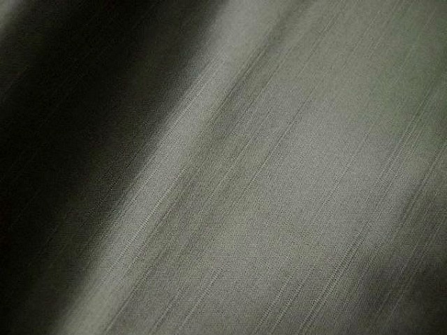 Satin viscose gris taupe clair tissage relief 2
