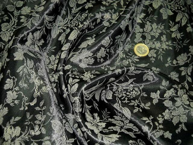 Satin viscose noir motif dentelle de fleurs sable 3
