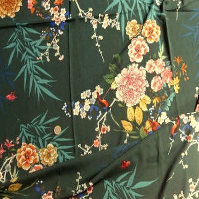 Satin viscose vert foncé fleurs japonaises 01