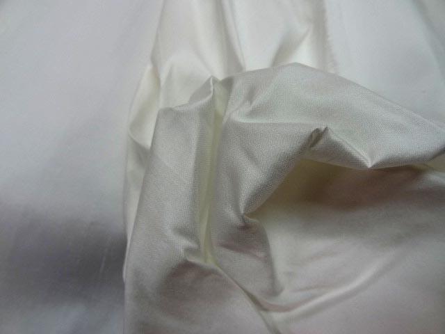 Shantung ou soie sauvage blanc cassé