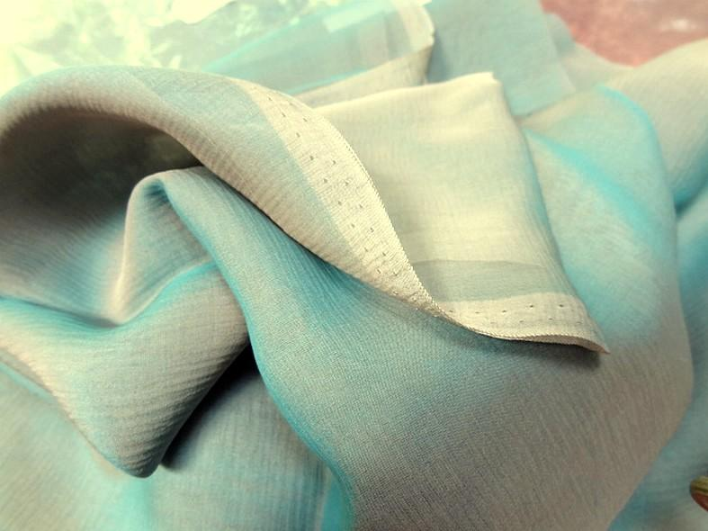 Soie changeante lisse beige et bleu turquoise clair 2