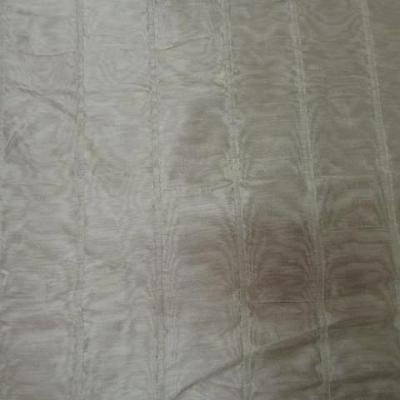 Soie d ameublement sable moiree et faconnee 2