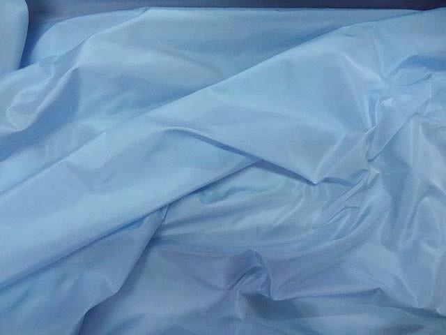 Taffetas bleu ciel reflets blancs 3