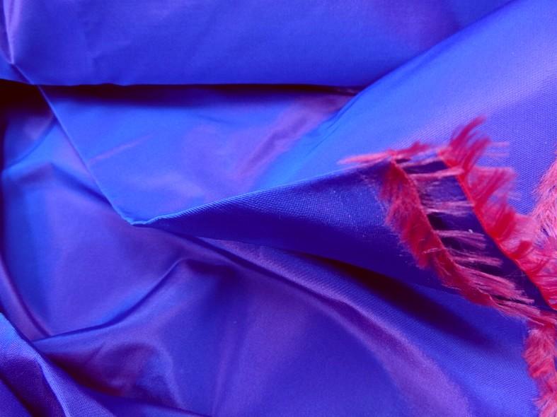 Taffetas bleu electrique reflets fuchsia 2
