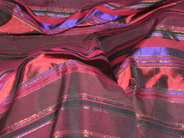 Taffetas bordeaux rayures variables violet or 1