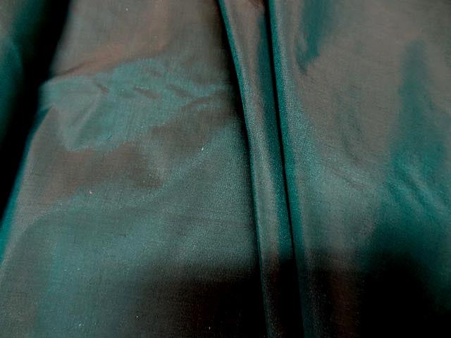 Taffetas de soie chatain vert paon changeant 1