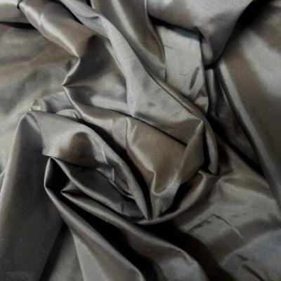 Taffetas de soie gris argente et beige clair 1