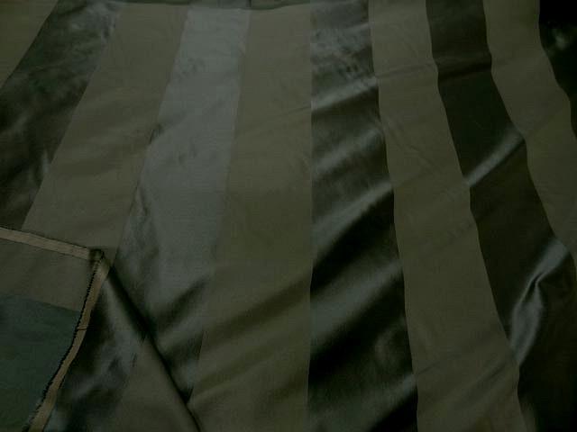 Taffetas de soie larges rayures vert kaki militaire 2