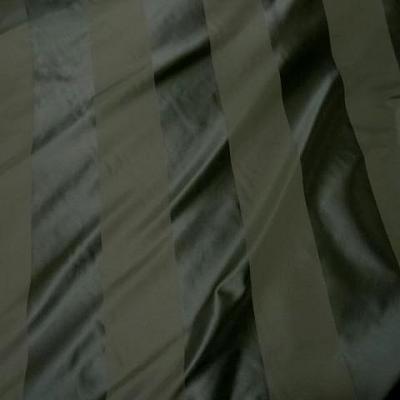 Taffetas de soie larges rayures vert kaki militaire 3