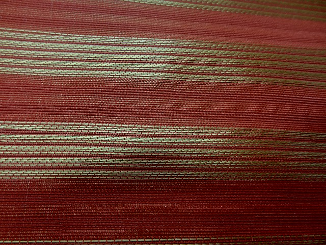 Taffetas de soie rouge raye or style empire 3