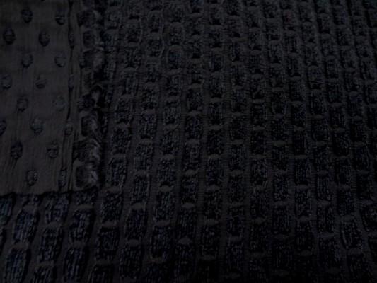 Taffetas façonné noir et velours chenille