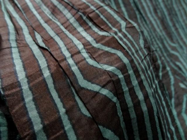 Taffetas fin plisse rayures fantaisie brou de noix lichen 3