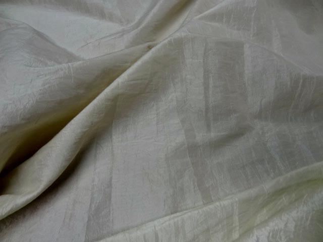 Taffetas froisse permanent beige clair reflets blanc 2 1