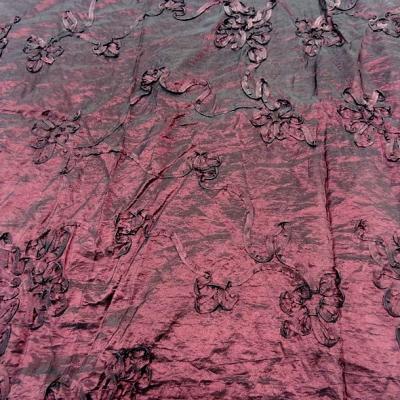 Taffetas froisse prune brode de fleurs laser 1