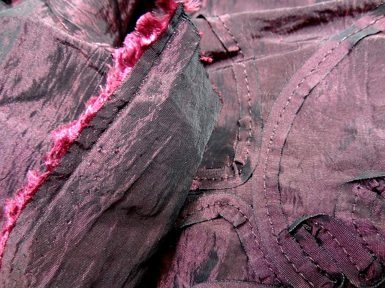 Taffetas froisse prune brode de fleurs laser 4
