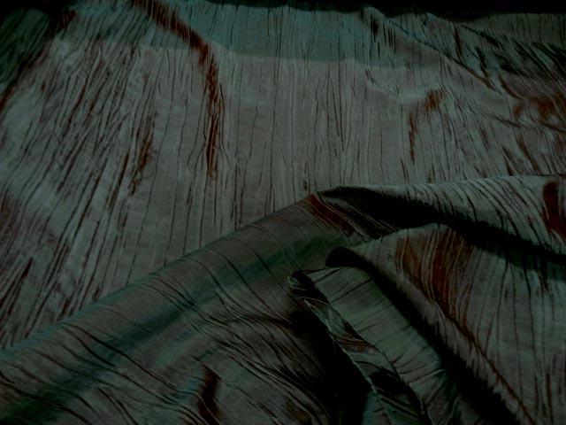 Taffetas froisse vert reflets rouges 1