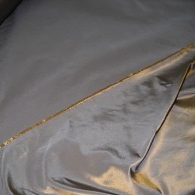 Taffetas gris métal reflets doré 1