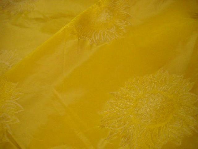 Taffetas jaune or motif tournesol 1