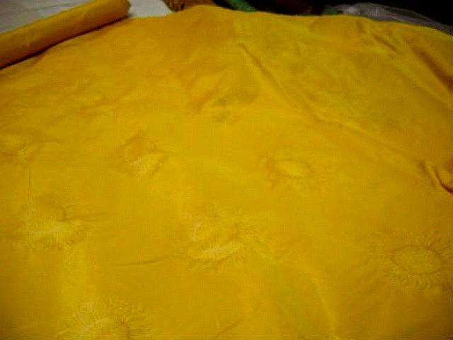 Taffetas jaune or motif tournesol 2