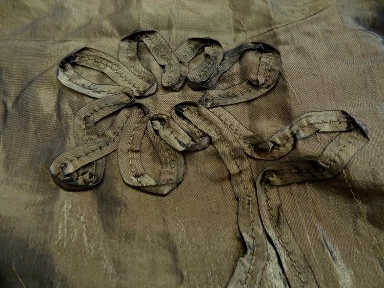 Taffetas kaki brun brode de fleurs laser 1