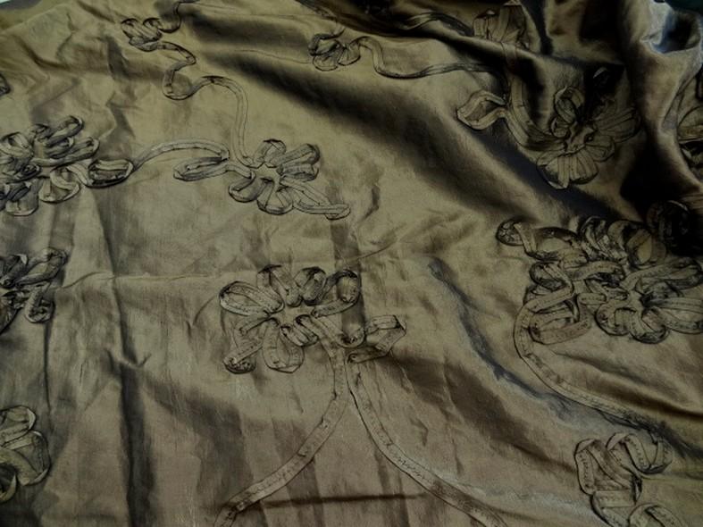 Taffetas kaki brun brode de fleurs laser 2