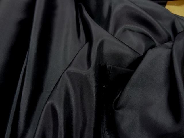 Taffetas noir fin chatoyant 3