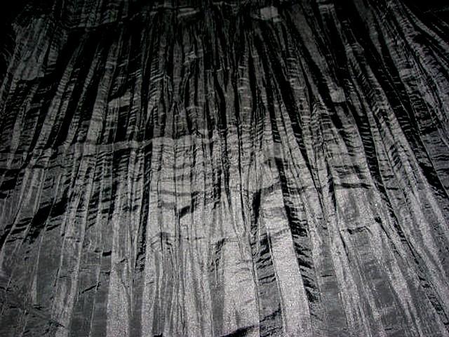 Taffetas noir plissage accordeon 1