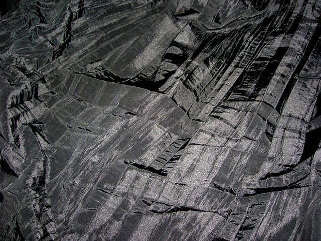 Taffetas noir plissage accordeon 3
