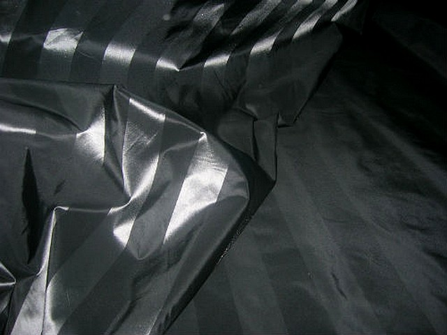 Taffetas noir raye gris metal 2
