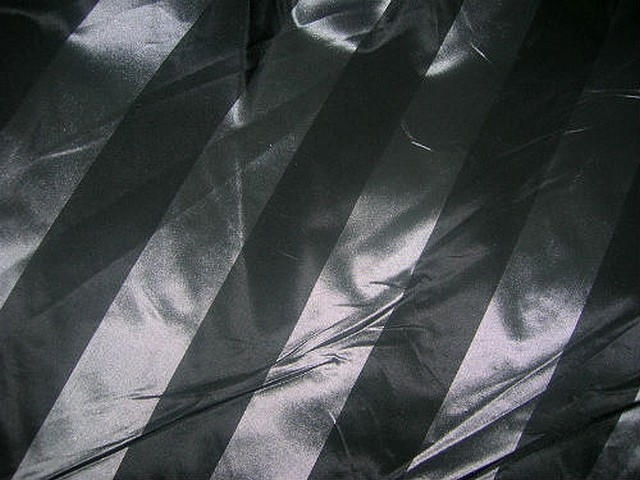 Taffetas noir raye gris metal 3