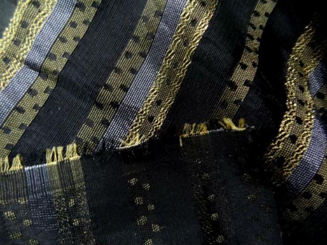 Taffetas noir raye metallise or et argent 2
