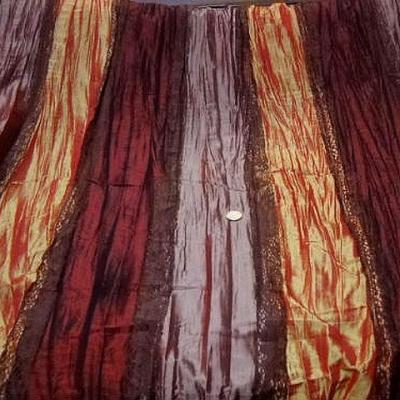 Taffetas plisse rayures bordeaux rose poudre mandarine et dentelle brune 1