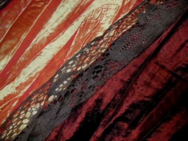 Taffetas plisse rayures bordeaux rose poudre mandarine et dentelle brune 3