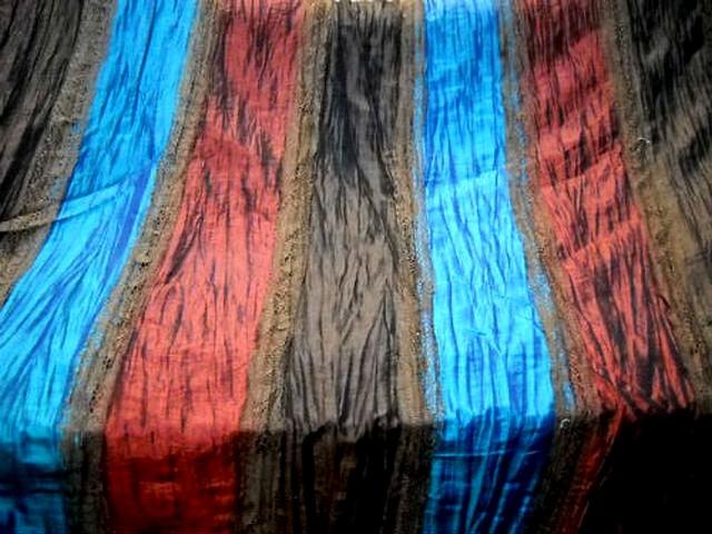 Taffetas plisse rayures rouille bleu electrique caramel et dentelle brune 1