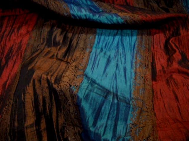 Taffetas plisse rayures rouille bleu electrique caramel et dentelle brune 2