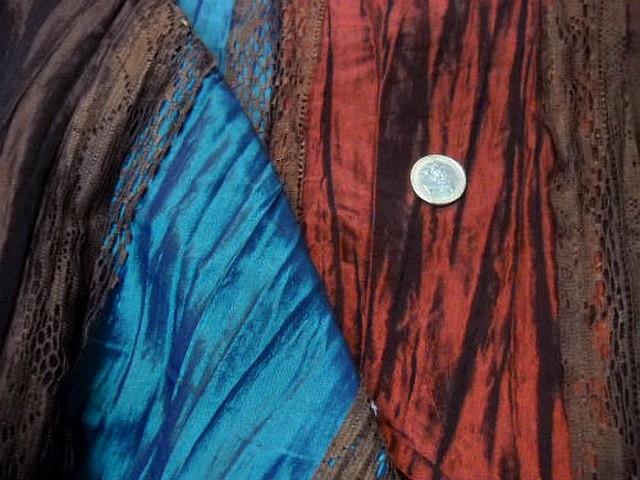 Taffetas plisse rayures rouille bleu electrique caramel et dentelle brune 3