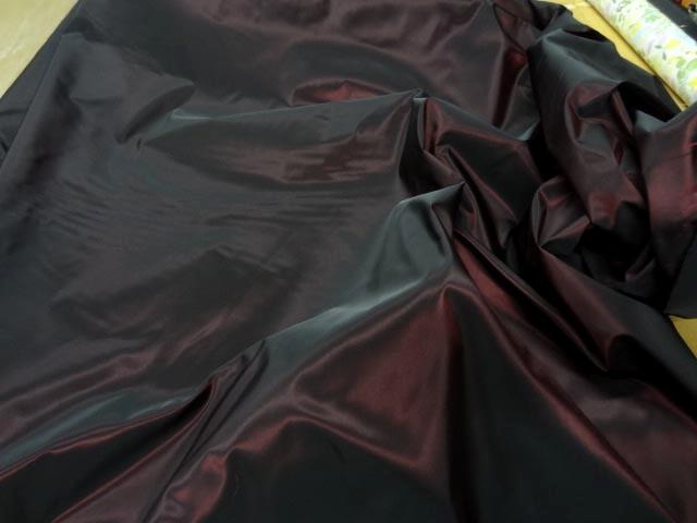 Taffetas rouge reflets noirs 2